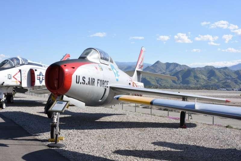 F-84F雷霆式戰鬥機,在韓戰中被認定為一款性能落伍,只能用於對地攻擊的噴射機種,但卻在中華民國空軍飛行員歐陽漪棻教官駕駛下創下奇蹟。(作者許劍虹提供)