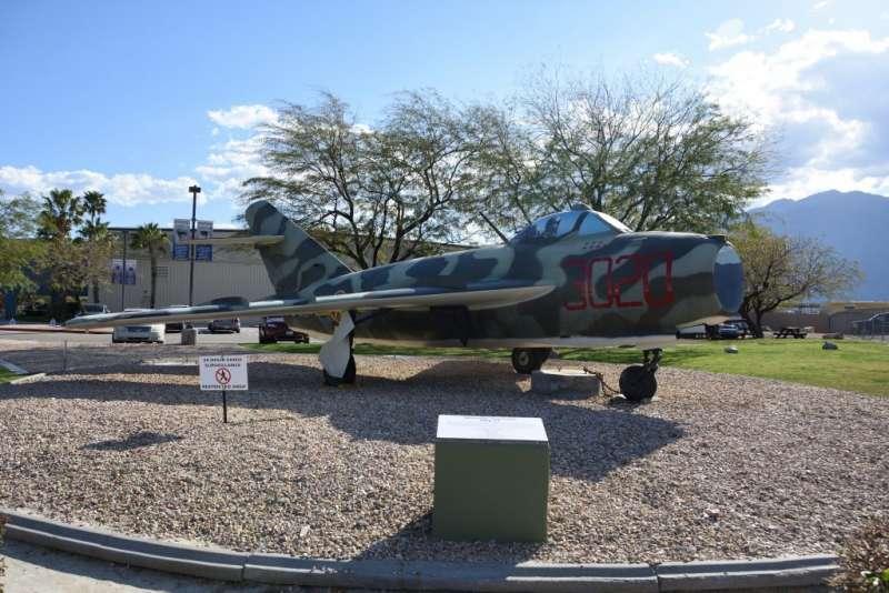 北越空軍塗裝的MiG-17殲擊機,過去在台海戰役時曾是中華民國空軍F-86,到越南上空卻能讓F-105及F-4等新銳戰機吃盡苦頭。(作者許劍虹提供)