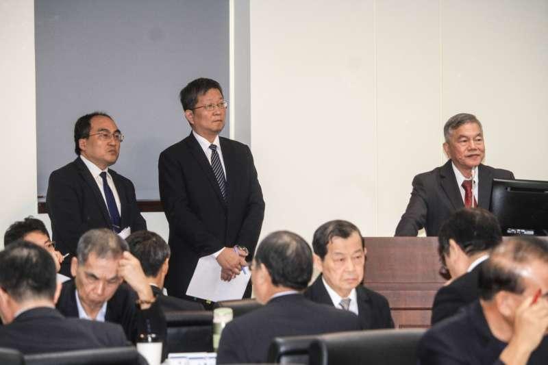 20191002-經濟部長沈榮津2日出席立院備詢,左一為能源局長游振偉,左二為工業局長呂正華。(蔡親傑攝)