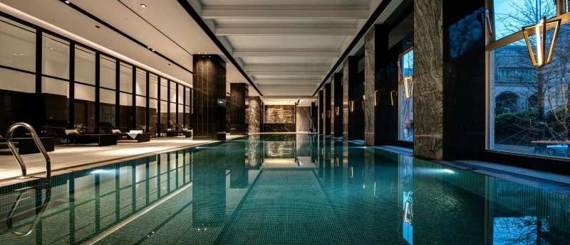 室內標準泳池、SPA池、兒童池。(圖/三本建設 提供)