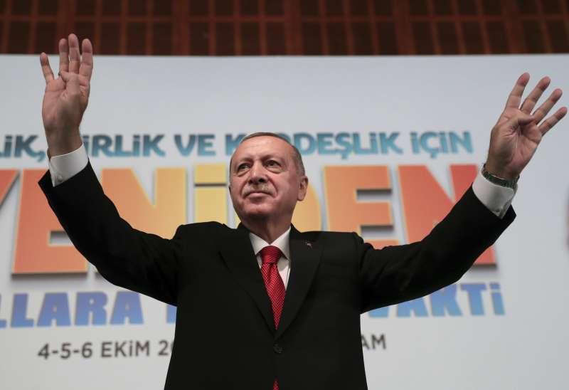 土耳其總統艾爾多安宣布即將出兵敘利亞東北部,劍指當地庫德族民兵。(AP)