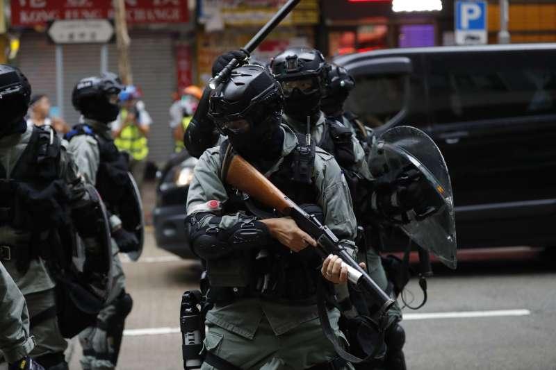 2019年10月6日,香港反送中、反緊急法、反禁蒙面法示威,港警強力鎮壓(AP)