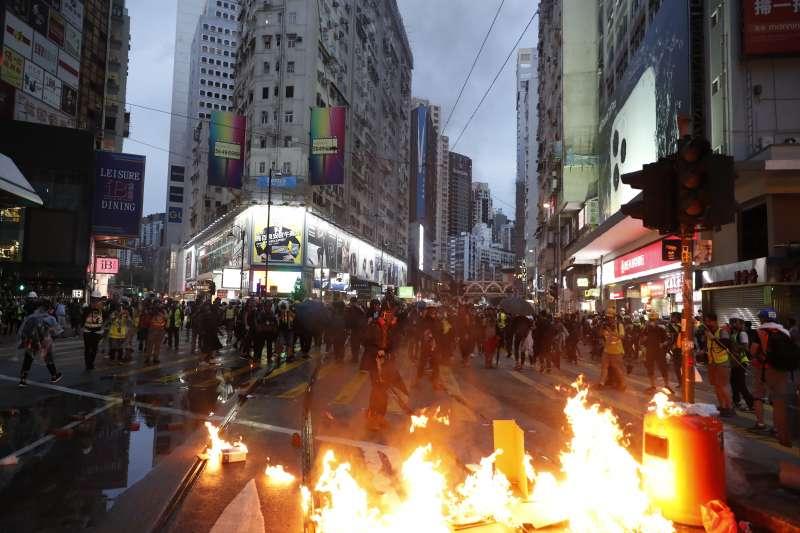 2019年10月6日,香港反送中、反緊急法、反禁蒙面法示威(AP)