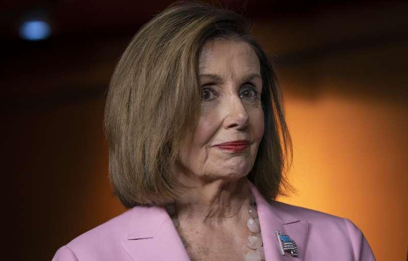 美國民主黨眾議院議長裴洛西將主導彈劾總統川普。(AP)