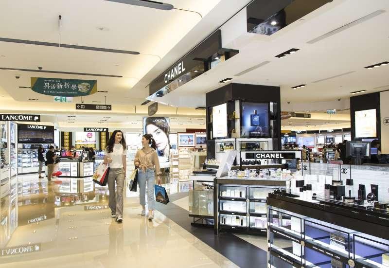 出國前45天內來到昇恆昌內湖旗艦店,攜帶本人護照及出國航班資料,即可享受免稅購物體驗 (圖/昇恆昌)