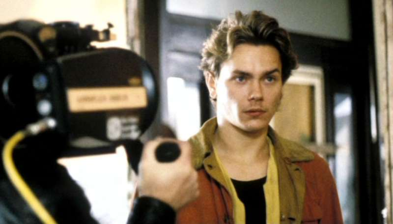 1991年瑞凡·菲尼克斯以《男人的一半還是男人》奪下威尼斯影帝(圖/IMDb)