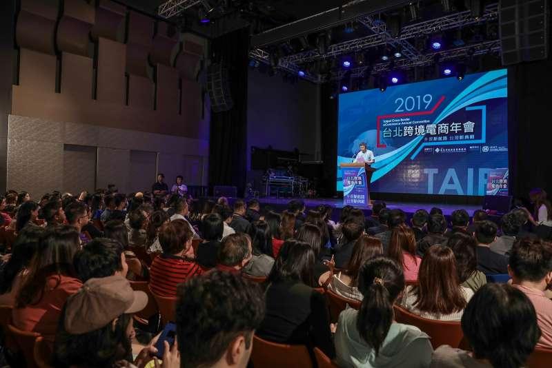 跨境電商年會現場座無虛席,近四百人參與。(圖/台北市政府提供)
