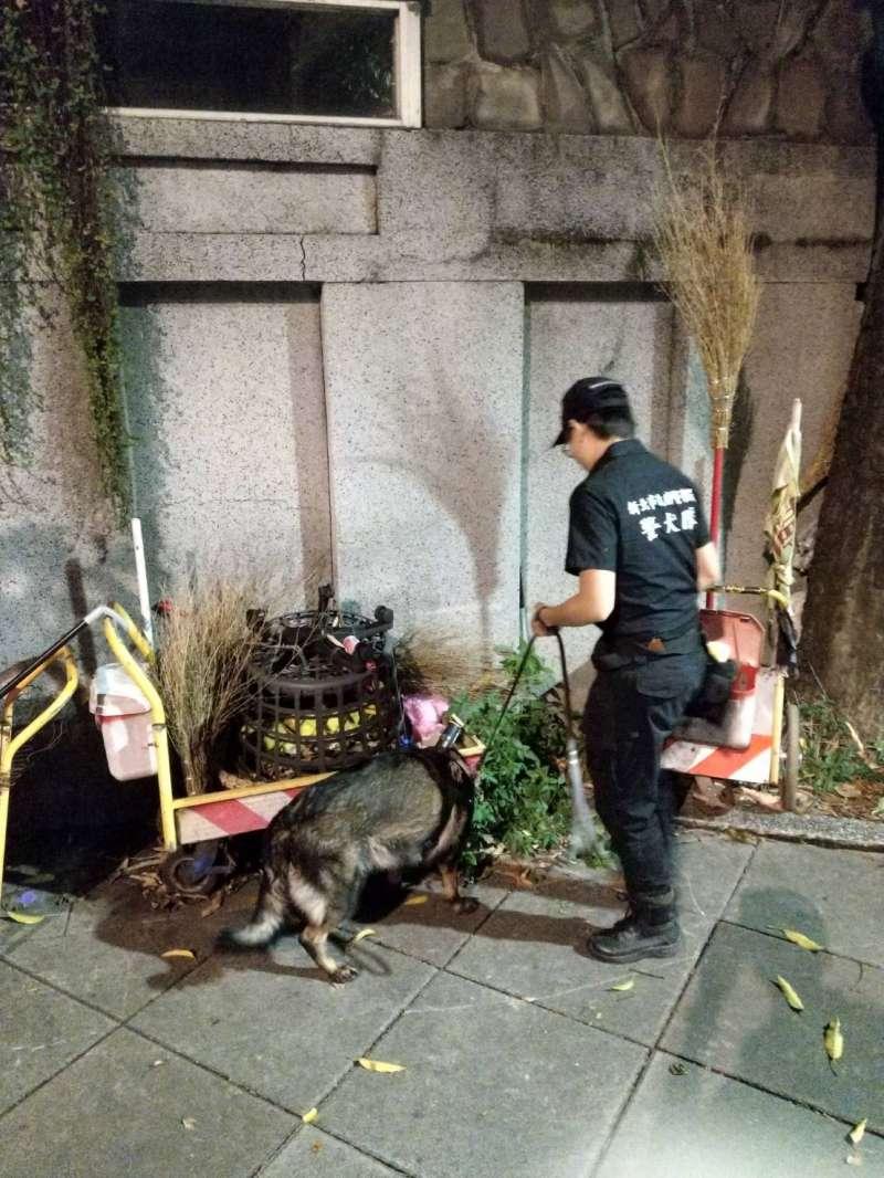 20191010-108年國慶今天登場,新北市警察局警犬隊支援場撿維安。(台北市警察局提供)
