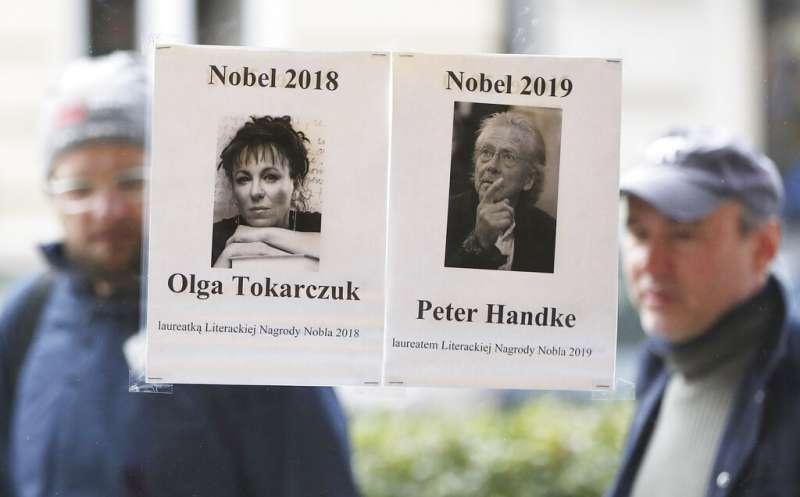 2018年與2019年諾貝爾文學獎得主波蘭作家朵卡萩(Olga Tokarczuk)與奧地利作家漢德克(Peter Handke)。(美聯社)