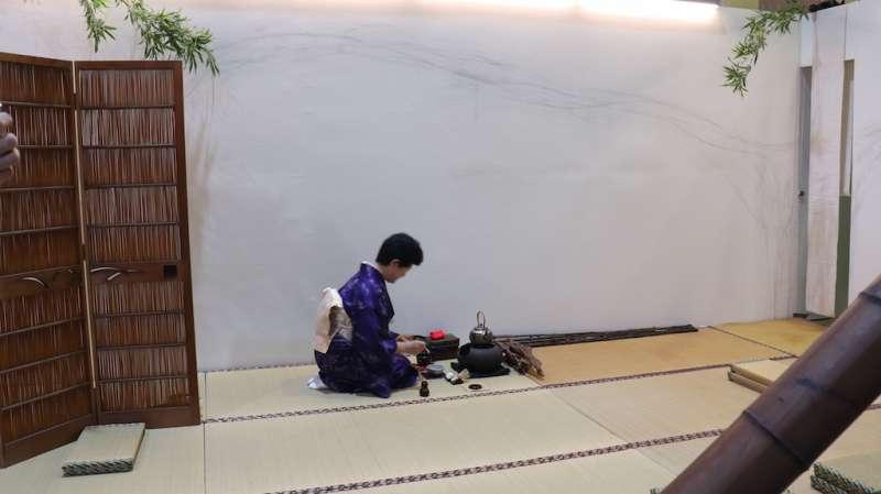 茶博會中可以看到國際茶藝特色的日本茶道表演。(圖/記者王秀禾攝)
