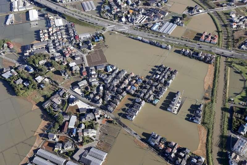 颱風哈吉貝重創日本,埼玉縣川越市災情嚴重。(AP)