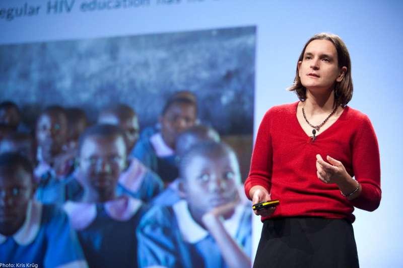 2019年諾貝爾經濟學獎得主杜芙洛(Esther Duflo)成為歷來第二位摘下經濟學獎桂冠的女性,也是史上最年輕得主。(取自Twitter@NobelPrize )