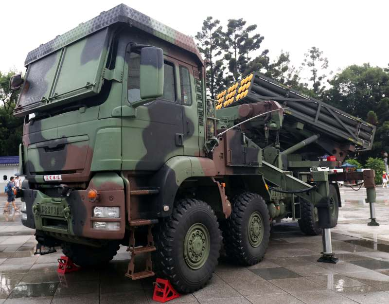 20191014-國軍近年推動國防自主不遺餘力,陸軍所裝備的雷霆2000多管火箭就是一項極具代表性的武器。圖為雷霆2000多管火箭發射車。(蘇仲泓攝)