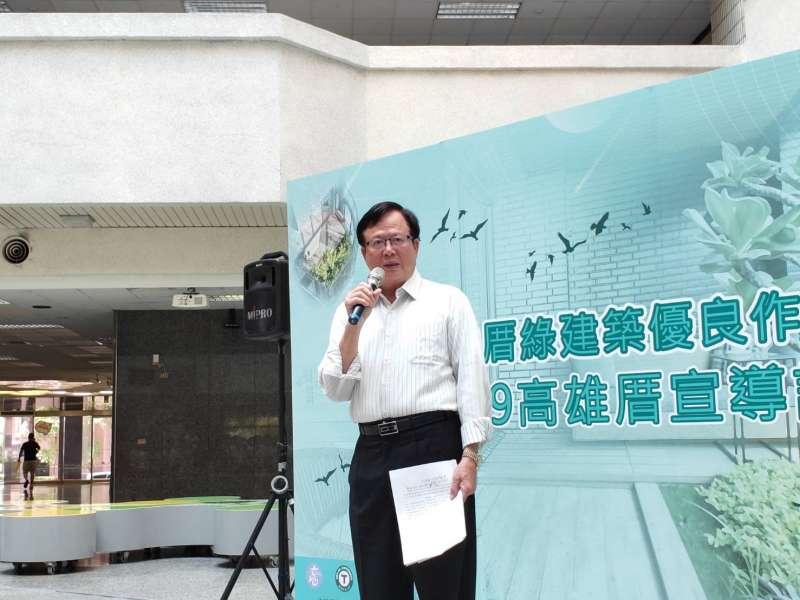 工務局局長吳明昌表示,年度高雄厝綠建築大獎,歷經兩個多月激烈競爭,近期公佈評選結果。(圖/徐炳文攝)