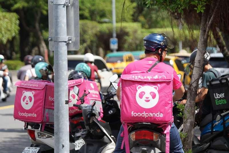 20191014-美食外送平台外送員執行送餐任務。(盧逸峰攝)