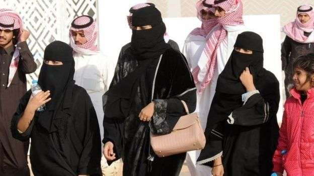 沙烏地是非常保守的社會,千萬不要在公共場所給陌生女性拍照。(BBC中文網)