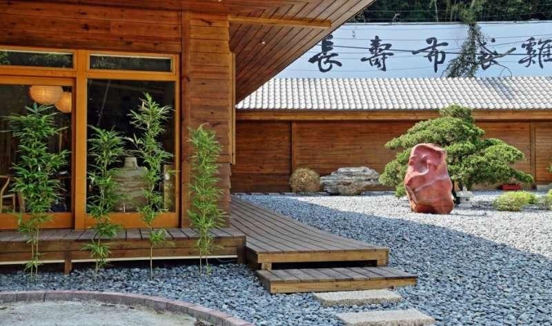 樂山居距捷運新店站僅五分鐘車程,除了聞名的長壽布袋雞,還有提供私房料理。(圖/業者提供)