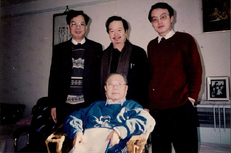 左起:蔡登山,雷驤,傅光明。1993年冬,攝於北京曹宅。(作者提供)
