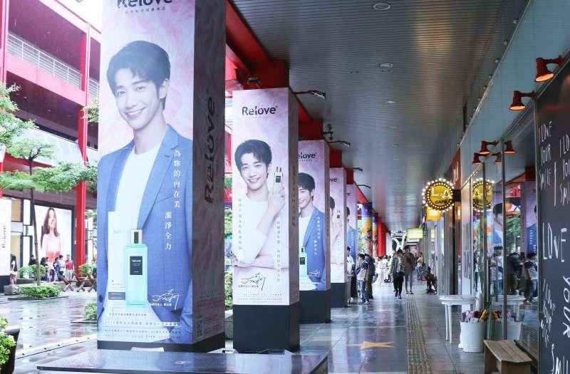 Relove台北國際時裝展露頭角,百棟的大樓廣告、全省影廳、信義區所有的柱子(圖/捷醫國際 提供)