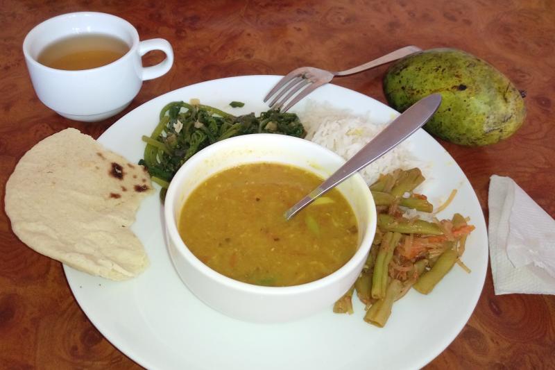 這天午餐的水果是尼泊爾芒果,好好吃(圖/陳幸吟)