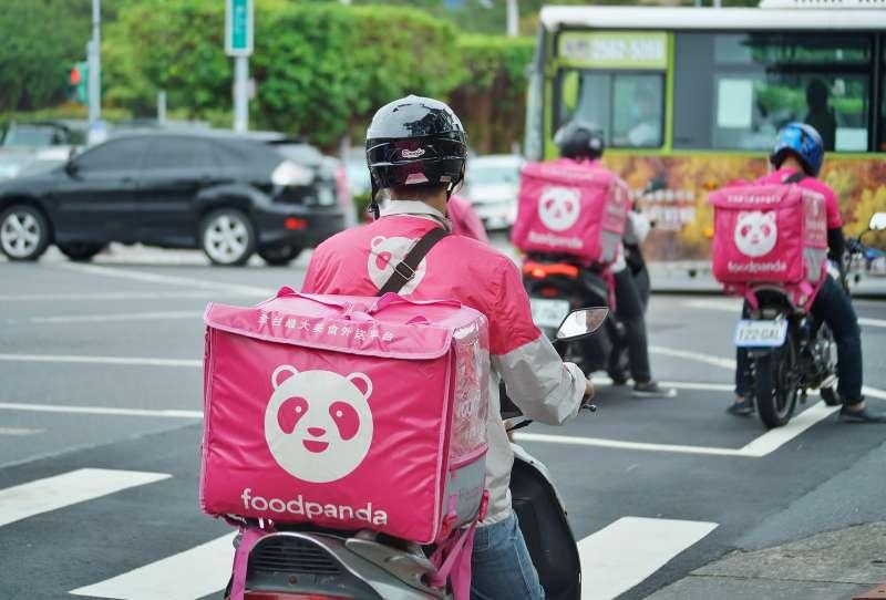 20191016-美食外送平台外送員,執行送餐任務。(盧逸峰攝)