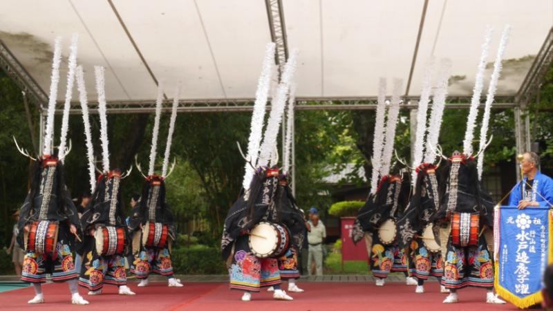 「行山流水戶邊鹿子躍」向下扎根傳承,來台演出的舞者都很年輕,也有在學的高中生。(圖/鄭羽琪攝)