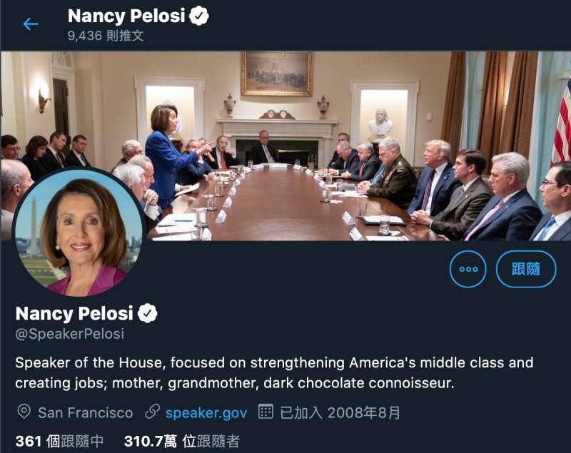 裴洛西將川普貼出諷刺她的照片設為推特封面照。(翻攝網路)