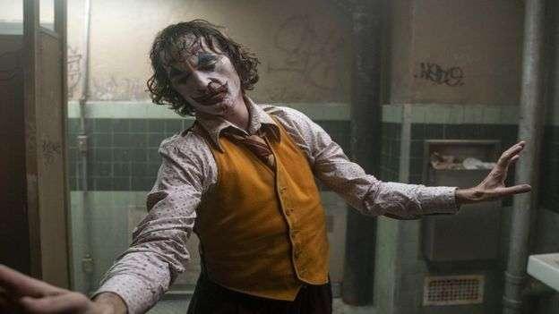 批評者指,這部電影美化暴力,並為極端行為找借口。(BBC中文)