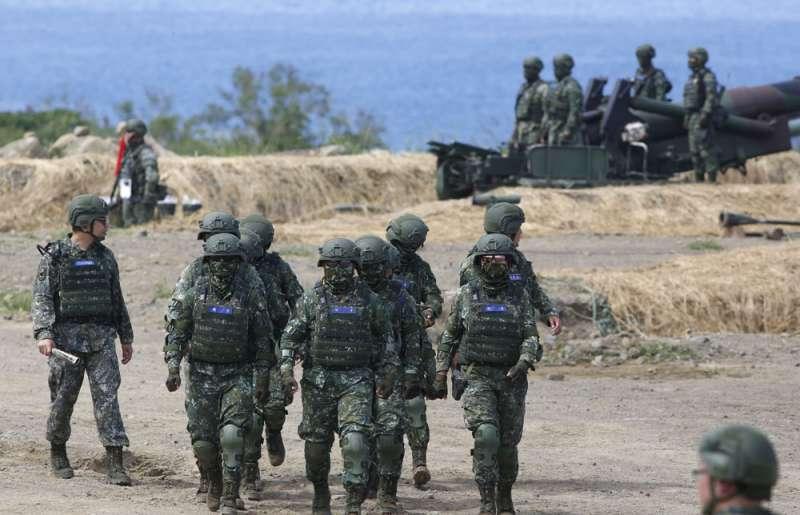 今年的《國防報告書》未提及國軍總兵力,引發外國媒體紛紛關注。(郭晉瑋攝)