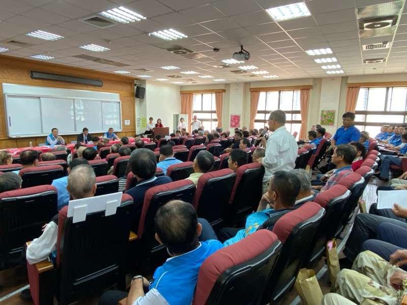 大竹東鄉親紛紛提出打造竹東在地特色、完全中學設置必要性及地點等議題,發言相當踴躍。(圖/新竹縣政府提供)