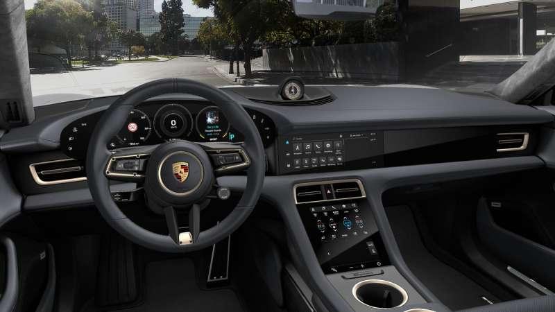 對電動車來說,軟體的更新份外重要。(圖/取自保時捷官網)