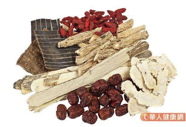 香砂六君子湯中醫常常用來養胃氣、調節免疫,當脾不升清、胃不降濁時,香砂六君子湯可以理氣、生津、降逆,而達到治療嘔吐與調節免疫的目的。(圖/華人健康網)