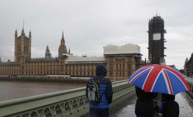 英國與歐盟終於成新版退出協議,只待國會表決同意,就能避免「硬脫歐」窘境。(AP)