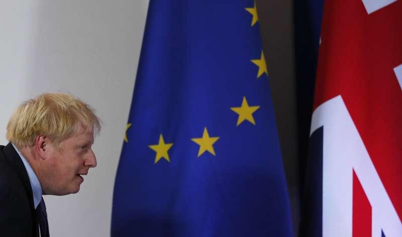 英國首相強森終於與歐盟達成新版退出協議,只待國會表決同意。(AP)