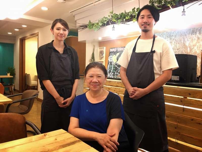 由一家三口經營的TSUMUGU CAFE,每個人各司其職,姐姐紀美負責財務管理、弟弟達俊建築設計出生、媽媽吳姐有開店經驗,黃金鐵三角少一個人都不行。(圖/陳毅龍攝)