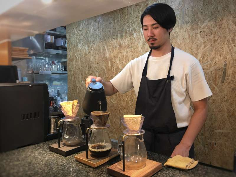 TSUMUGU CAFE的所有設計,全是由建築設計出生的達俊一手包辦。(圖/陳毅龍攝)