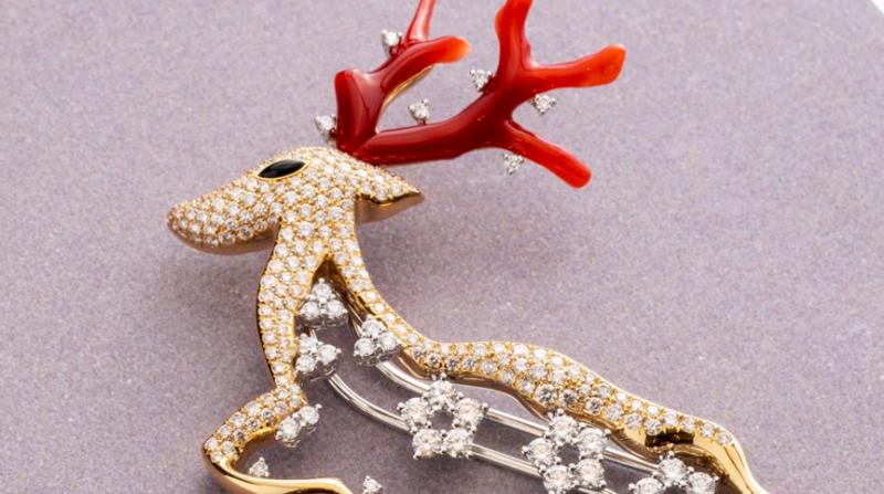 昇恆昌第一屆珠寶設計大賞的銀獎作品《台灣梅花鹿》(圖 / 擷取自昇恆昌珠寶@youtube )
