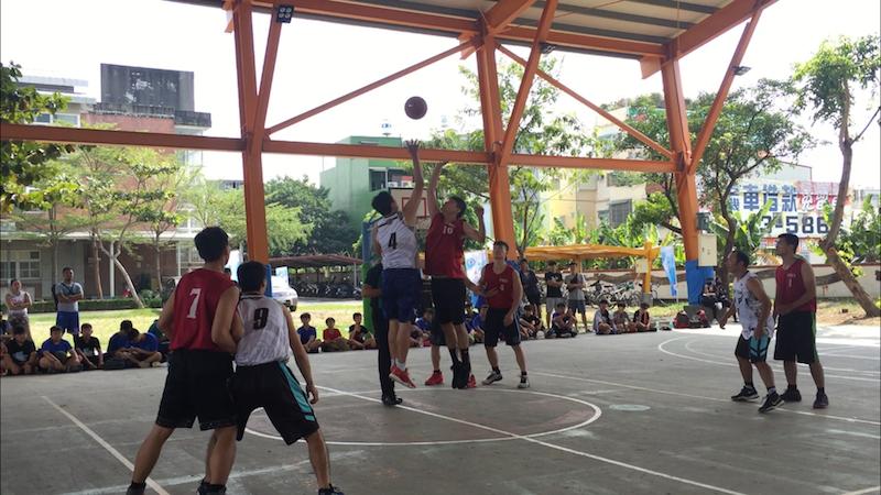 比賽以三對三鬥牛方式,採中華民國籃球協會審定的最新國際籃球規則,取前三名頒發獎牌及獎金。(圖/徐炳文攝)