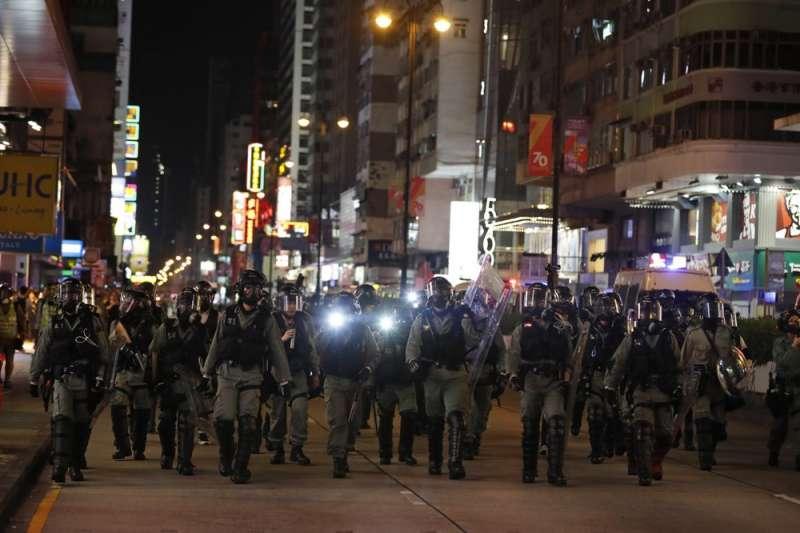 香港民意研究所8月初公布調查顯示58%的受訪者認為港警過度使用武力。(AP)