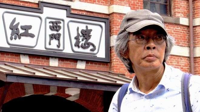 林榮基在西門町接受「BBC News中文」專訪。(截自BBC News中文)