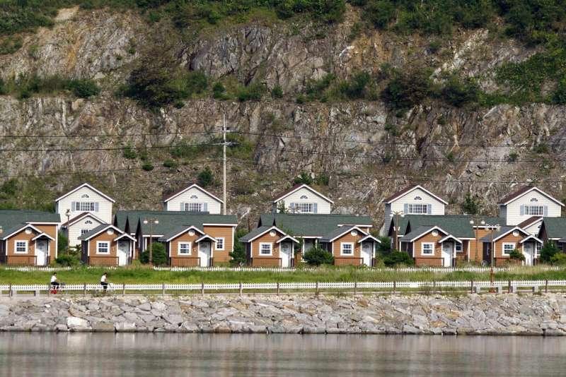 北韓金剛山國際觀光特別區的濱海旅館,金剛山是高度僅次於長白山的北韓名山。(美聯社)