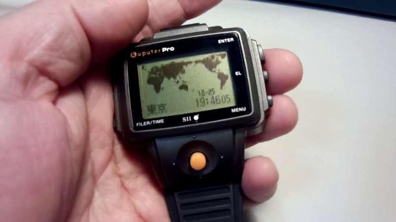 世界上第一支智慧型手錶:Seiko Ruputer。(圖/youtube截圖)