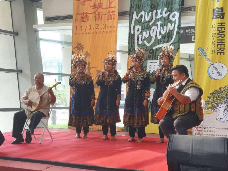 半島歌謠祭與斜坡上的藝術節共同辦理記者會上,透過傳統歌謠與世界接軌,讓大家看見音樂無國界。(圖/屏東縣政府提供)