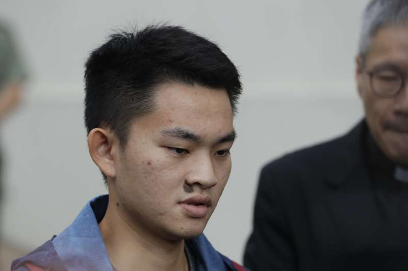 20191023-港女命案兇嫌陳同佳23日上午9時出獄,接受訪問表示,對不起社會,願意赴台「自首」。(美聯社 AP)