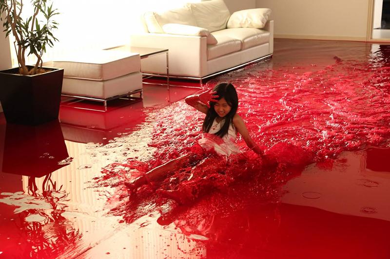 園子溫的電影中含有大量血腥暴力與黑色幽默。(圖/IMDb)