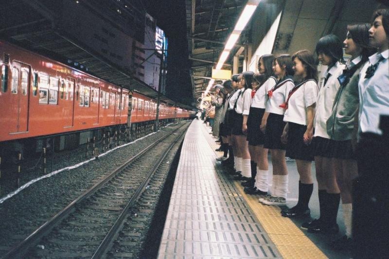 《紀子,出租中》取材自新宿少女集體跳軌事件。(圖/一樹)