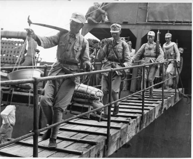 1945年10月17日,陸軍第70軍搭乘美國海軍戰車登陸艦抵達基隆港,中華民國的軍事力量正式進駐台灣。若太平洋戰爭末期台灣被納入盟軍反攻路線,國軍將扮演更關鍵之角色。(作者提供)