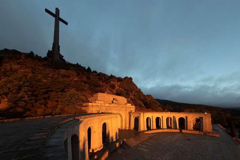 西班牙獨裁者佛朗哥的墳墓位於「戰死者之谷」(Valle de los Caídos)教堂。(美聯社)