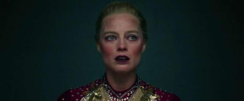 沒名氣沒靠山,小咖演員為何當眾甩影帝巴掌?她脫稿演出、不畏扮醜,卻意外闖出一片天
