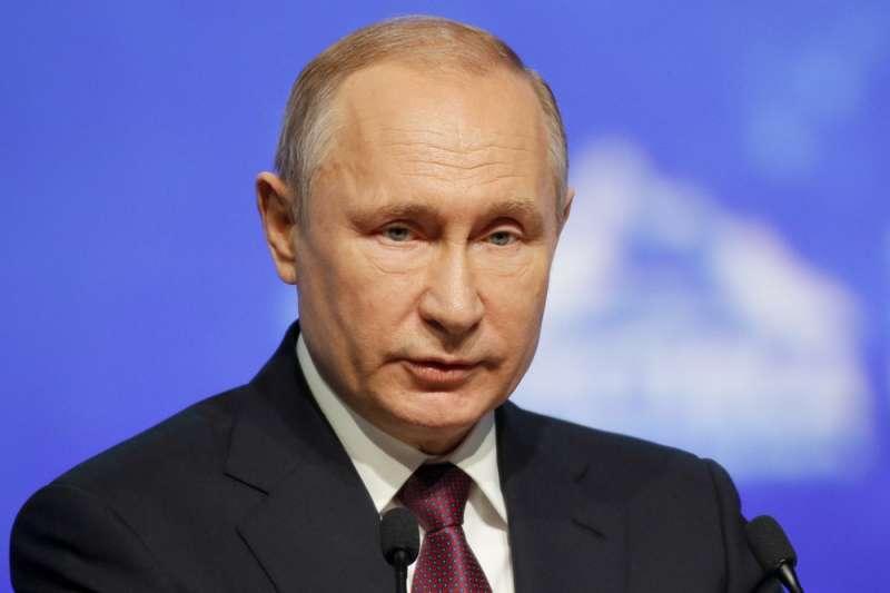 普亭今年4月在聖彼得堡(St. Petersburg)的北極論壇向與會國芬蘭、冰島、挪威及瑞典宣布,俄羅斯計畫大幅增加北極航道的貨運運輸量。